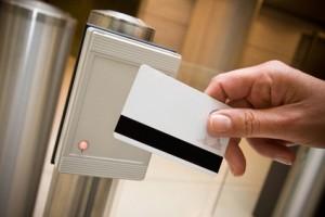 badge sécurité accès entrée portillon détecteur identité m